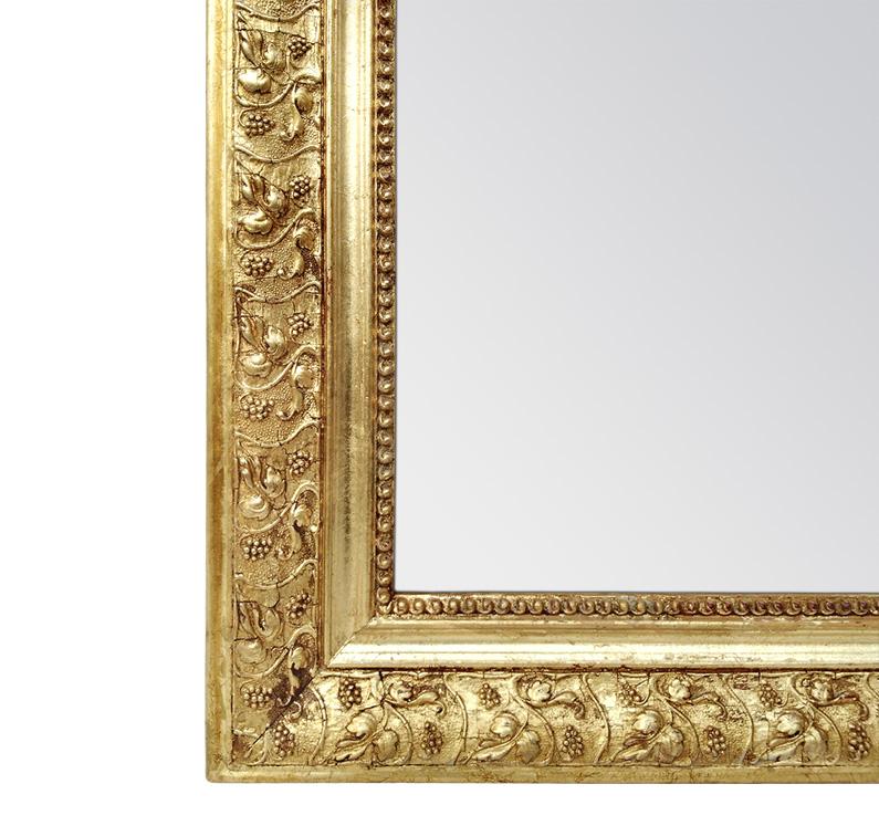 Détail miroir ancien bois doré décor feuilles de vigne
