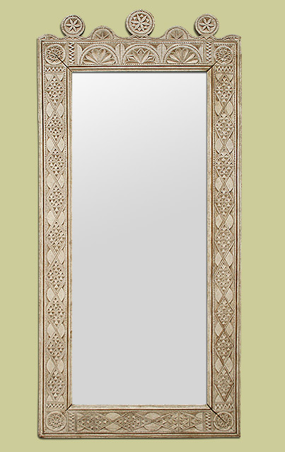 grand miroir style oriental en bois sculpt patin gris beige. Black Bedroom Furniture Sets. Home Design Ideas