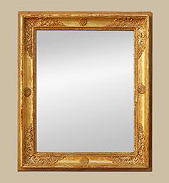 Miroir ancien d'époque Restauration bois doré à décors