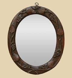 petit-miroir-ancien-en-bois-forme-ovale-decor-vignes-sculpte