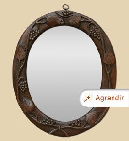 Petit miroir ovale ancien bois sculpté teinte acajou foncé décor vignes